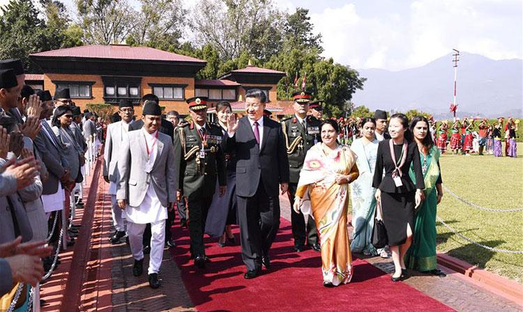 Retour à Beijing du président chinois après une réunion informelle avec le PM indien et une visite d'Etat au Népal