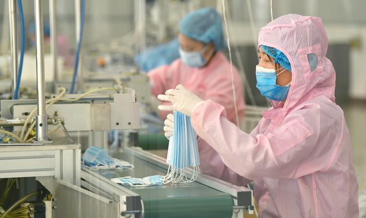 (2019-nCoV) Les Chinois accélèrent la fabrication de masques pour lutter contre le virus