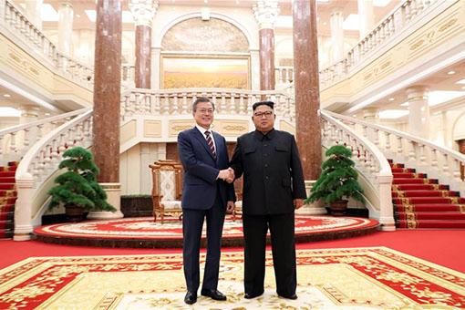 Pourparlers entre Kim et Moon sur les relations intercoréennes et la dénucléarisation de la péninsule
