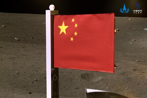L'ANEC publie des images du drapeau national déployé sur la Lune